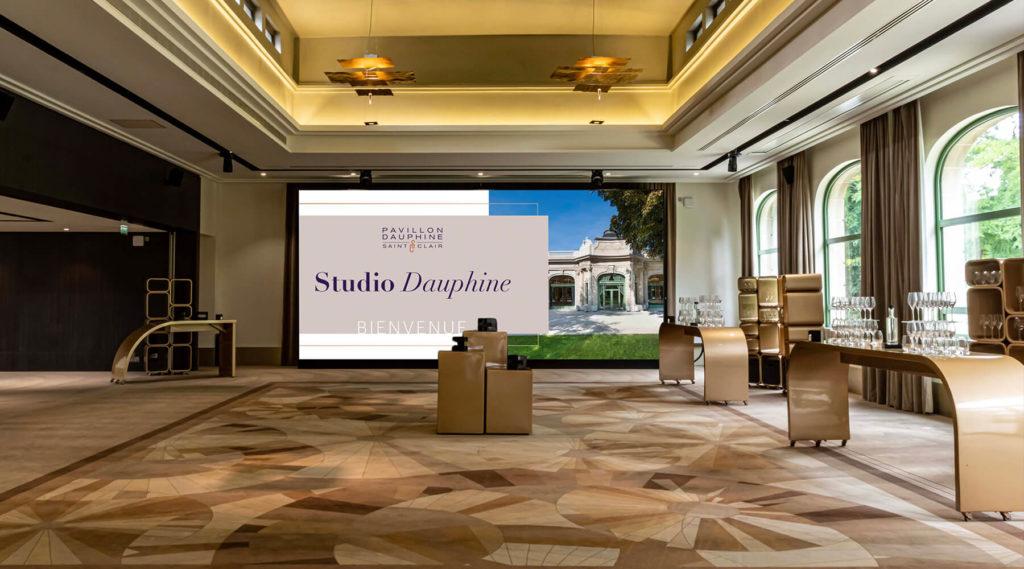 Des équipements performants, avec écran 7 mètres dans le salon Maillot