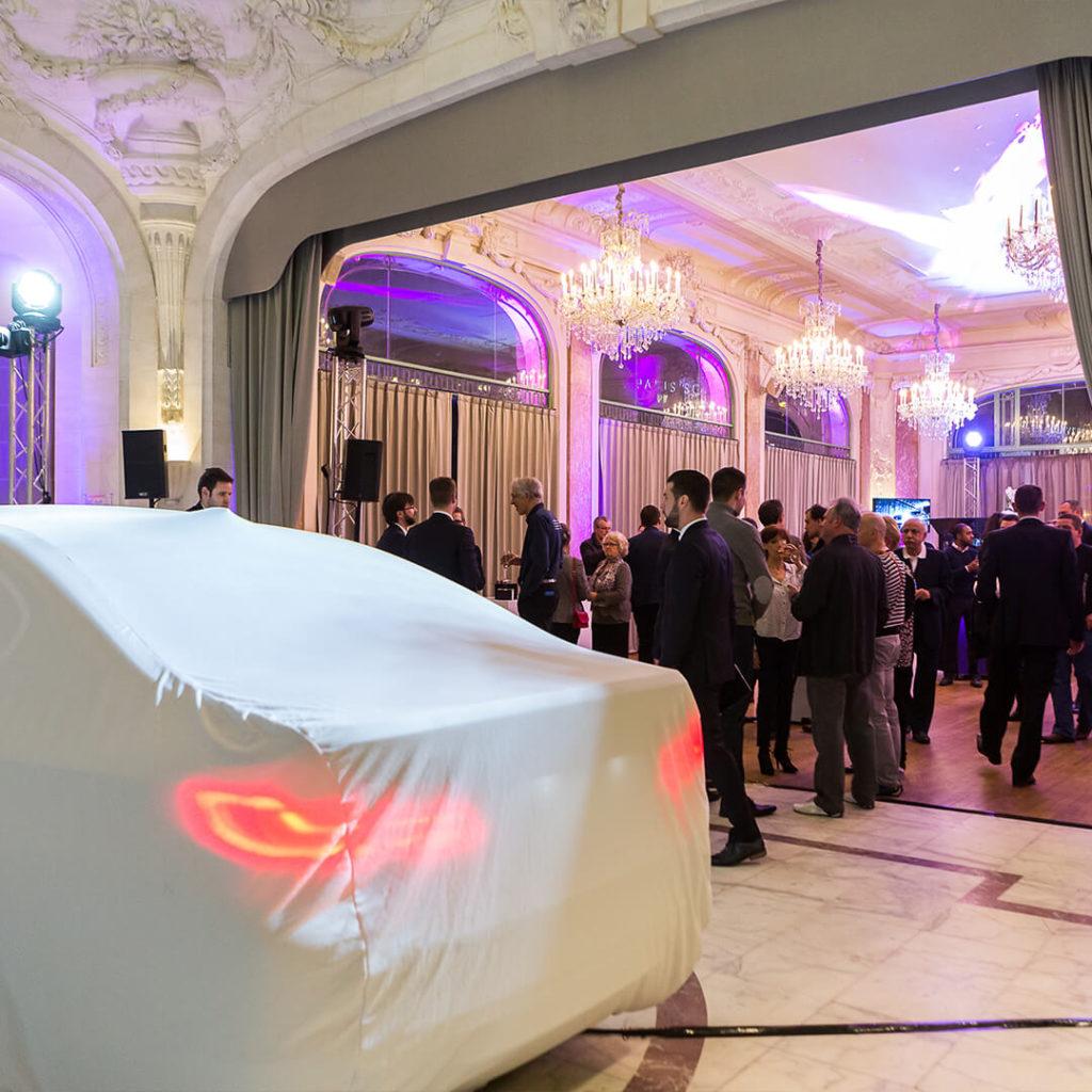 Showroom de l'auto avec BMW